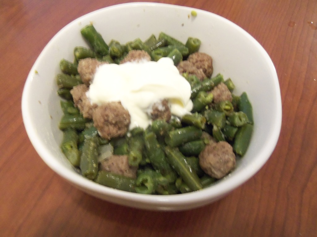 4oz of ground lamb, 2 cups of green beans, garlic, oregano, 2TB butter (with 1TB fish oil on the side). 8g carb. 24g protein.
